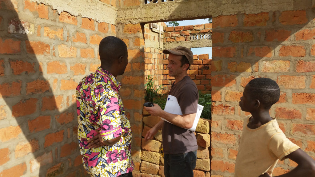 Construction of a new CSCOM health clinic at Kwilu Ngongo with money from Susila Dharma, the Buchan Family Foundation and the German Government.